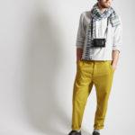 Mann mit McKernan Woll-Schal